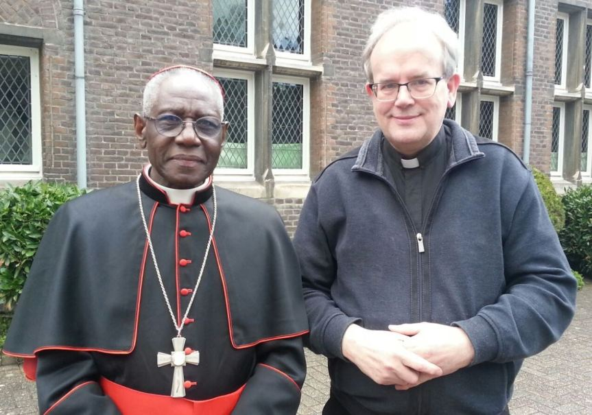 Foto Kardinaal Sarah in Tegelen en pastoor Geudens